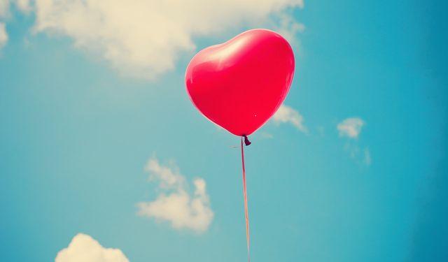 1671877-poster-1280-love-20-aside_0