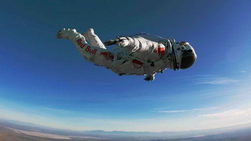 Felix-baumgartner-red-bull-stratos-jump-00md